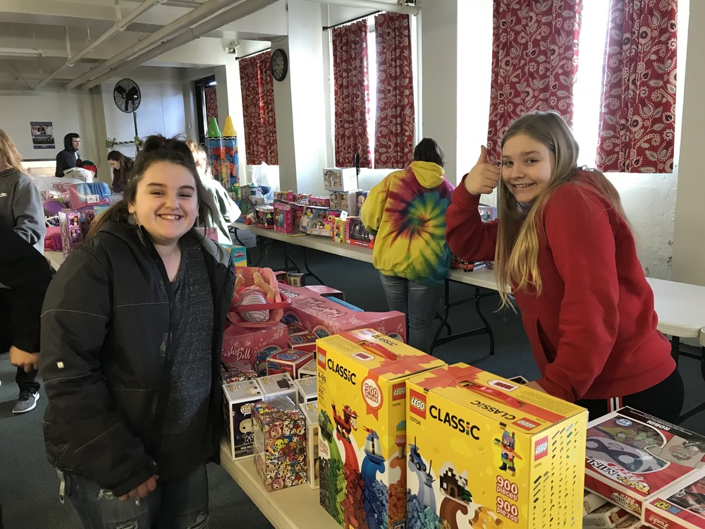 SANFORD JMG STUDENTS SUPPORT TOYS FOR TOTS
